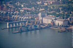 В Одесском порту испытали новую судопогрузочную машину
