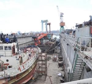 Противодиверсионный катер «Голая пристань» подняли в док судоверфи «Украина»